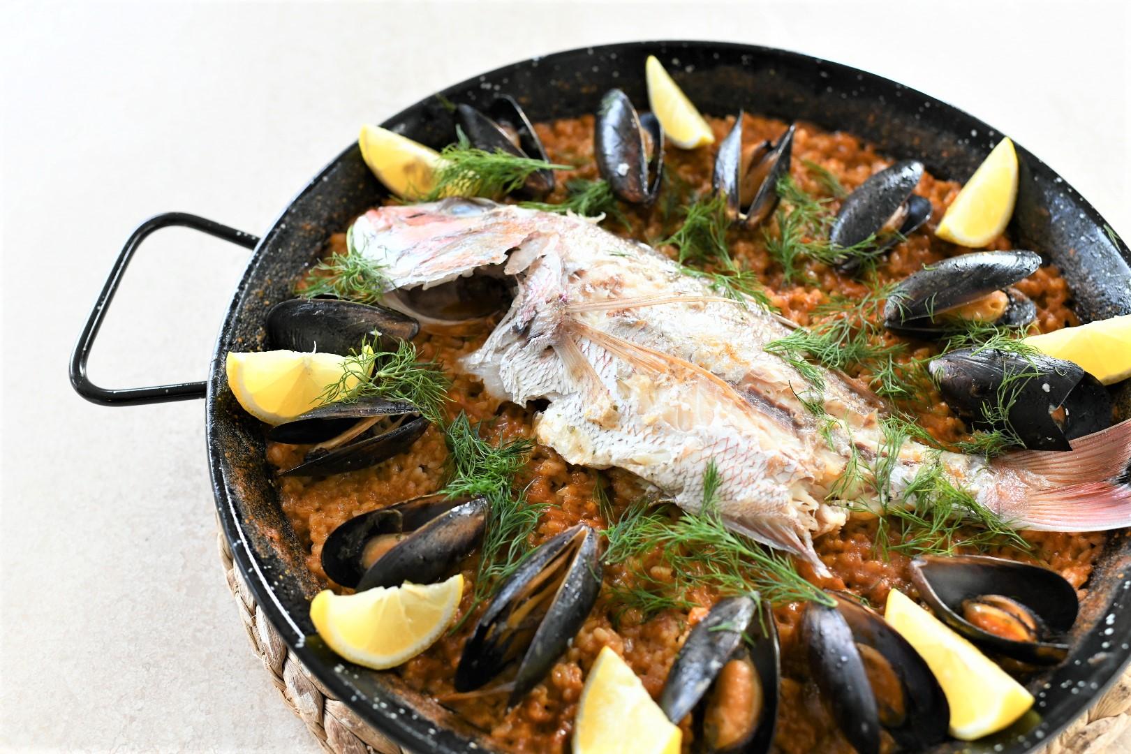 鯛とムール貝の魚介パエリア