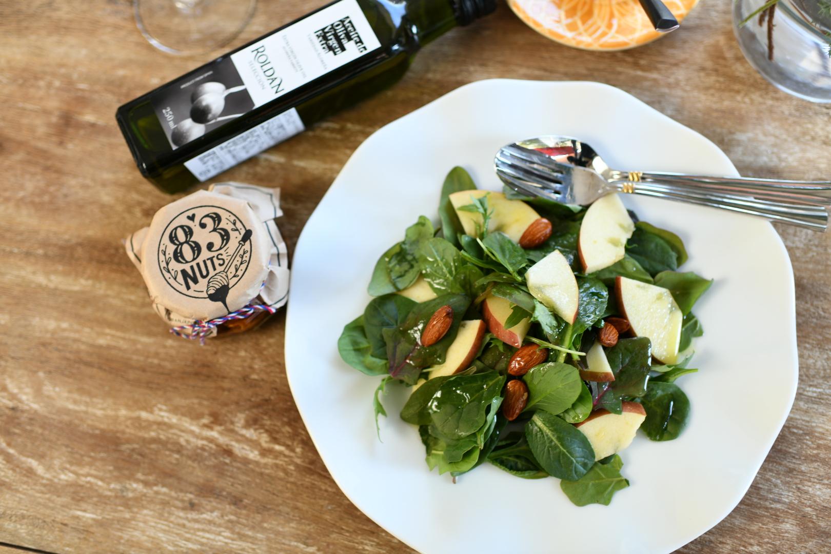 ハニーナッツドレッシングと林檎のサラダ
