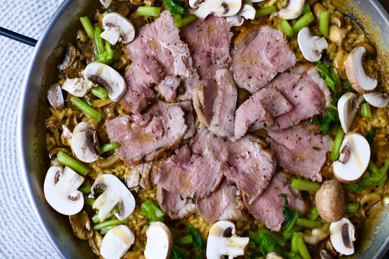 鴨肉のハーブローストとキノコたっぷりバレンシア風パエリア