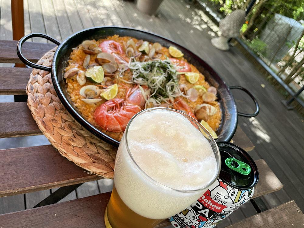 本場スペインのパエリアを作って、スペインビールを飲む